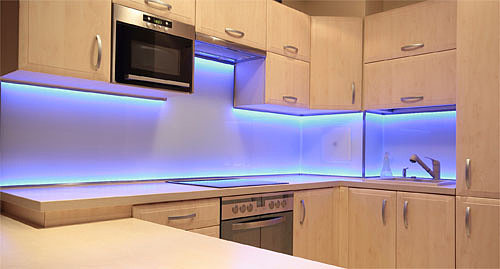 монтаж светодиодной ленты на кухне